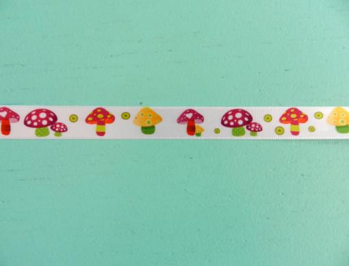 Ruban satin petits champignons 15 mm gros plan